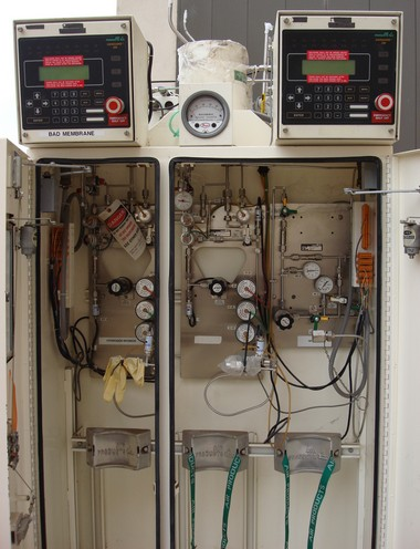 Incroyable NH3   HCl Air Products [3] Cylinder Cabinet,Two Five Valve Gas Panels. One  Purge Gas Panel,Two Auto Purge M Controllers, Was Used For Ammonia And  Hydrogen ...
